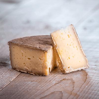 Morceaux de fromage tomme ceronnee