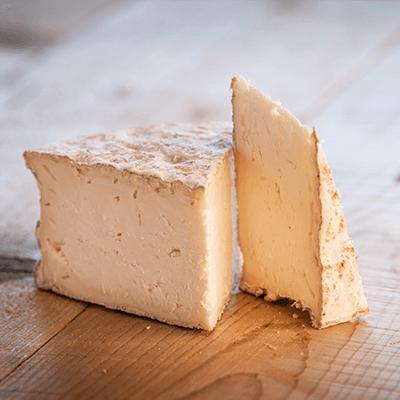 Morceaux de fromage tomme crayeuse