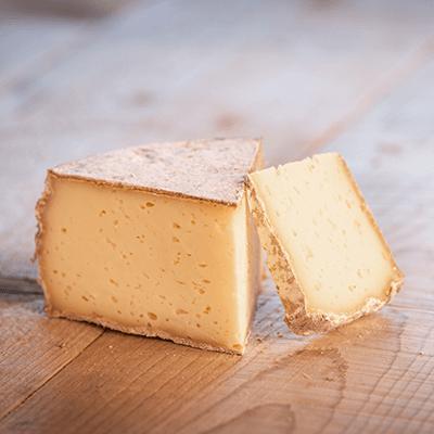 Morceaux de fromage tomme de Saint-Ours