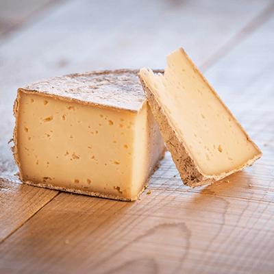 Morceaux de fromage tomme de Savoie AOP